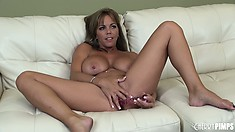 Amber sits comfortably rubbing her clit and sliding her fingers in her peach