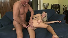 Older guy with glasses gets his dick sucked by an inexperienced chick