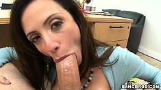Ariella Ferrera's snatch is the favotite treat for the sex-craving beaver-cleaver