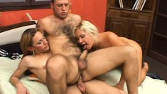 Wild threesome with a tranny and a couple tapping all their holes